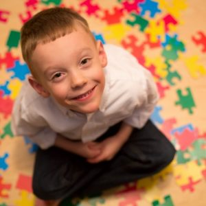 Аутизм детей: причины, симптомы, признаки заболевания и рекомендации родителям
