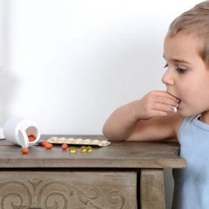 Что делать если ребенок проглотил инородное тело: симптомы и порядок действий по извлечению предметов из горла