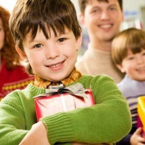 Что подарить ребенку на день рождения: лучшие практичные идеи и советы как сделать правильный выбор