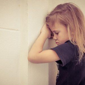 Депрессия у детей – причины, профилактика, симптомы, признаки и варианты лечения детской депрессии