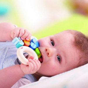 Детские погремушки: как выбрать лучшую модель для новорожденных правильно