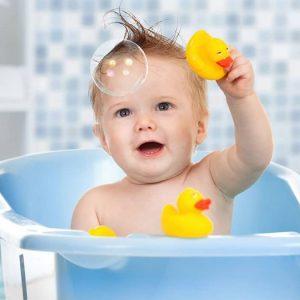 Игрушки для купания – популярные модели и совет по подбору для малышей от года до трех лет