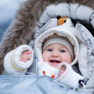 Как одевать ребенка на улицу – советы по подбору одежды по погоде для новорожденных