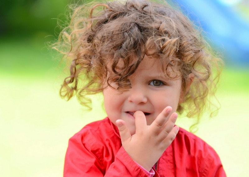 Как отучить маленького ребенка грызть ногти на руках