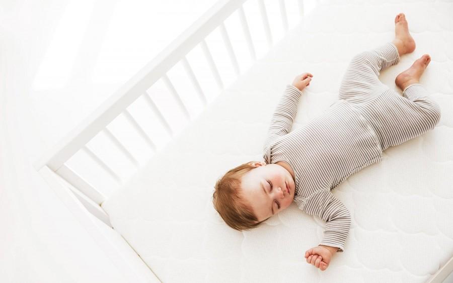 Какой нужен матрас для новорожденного в кроватку