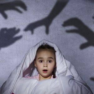Ребенок боится темноты – советы психологов что делать, основные причины и советы как побороть страх