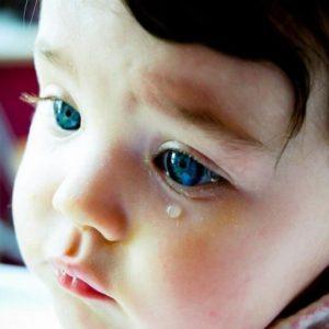 У ребенка гноятся глазки – основные причины возникновения болезни и чем лечить болезнь в домашних условиях