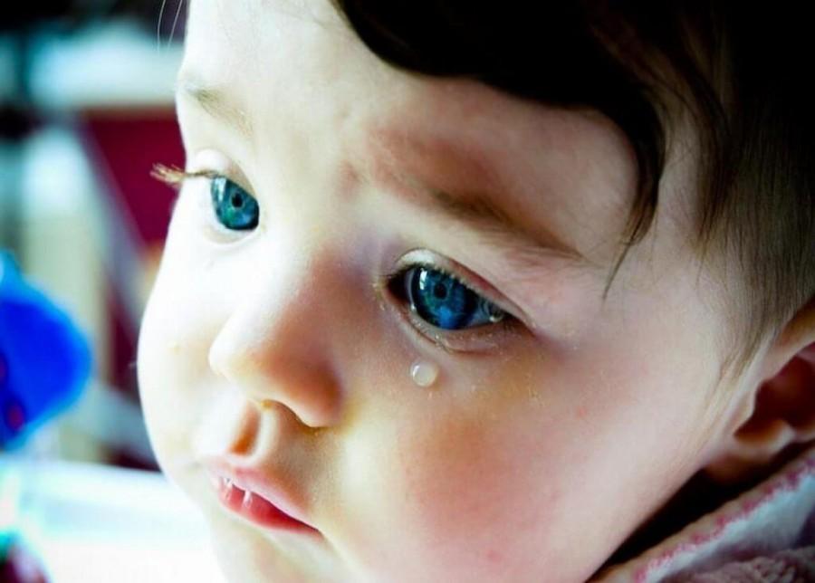 Гноятся глаза у ребенка причины