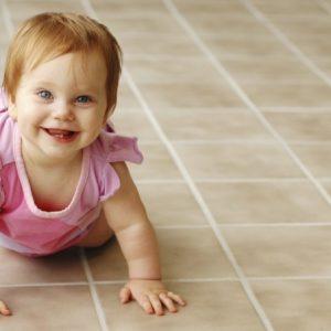 Как научить ребенка ползать: правильные упражнения и советы родителям по обучению малышей