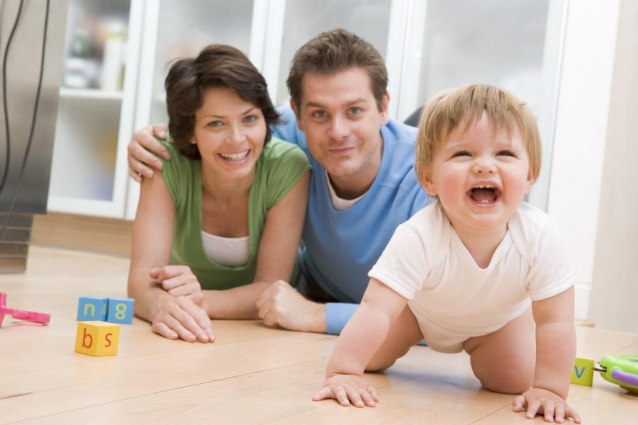 Как научить ребенка ползать - советы и упражнения