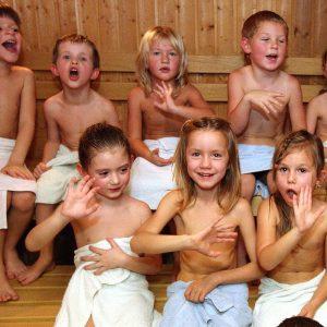 Можно ли детям в баню – с какого возраста можно посещать и как это делать правильно?